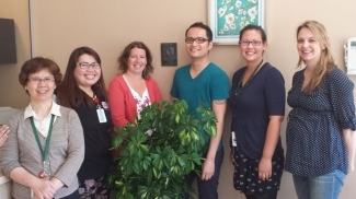 Left-Right: Judy Fung (RN), Tatiana Closas (clinic assistant), Joanne Ross (clinic and production assistant), Emmanuel Zurbano (production assistant), Tamiko Stewart (project lead), Riki Roberts (production assistant).